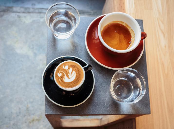 Frische Kaffee und Tee